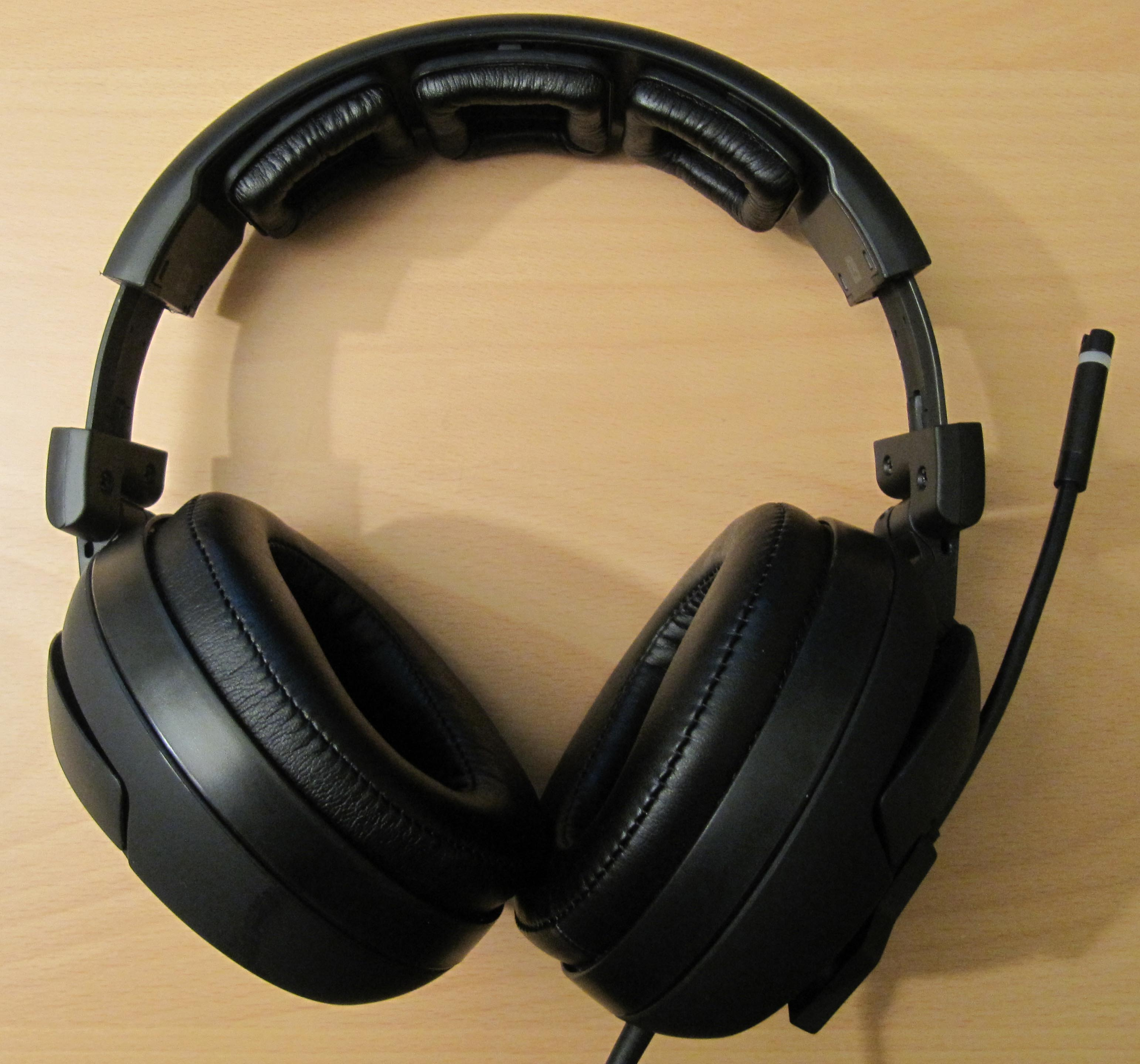 headset review das roccat kave 5 1 surround sound gaming. Black Bedroom Furniture Sets. Home Design Ideas